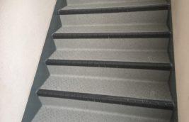 賃貸マンション<br>廊下階段床防滑性シート工事<br>(名古屋市西区)